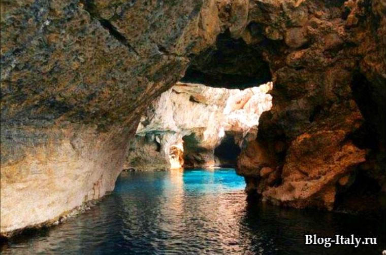 Остров Мареттимо пещеры