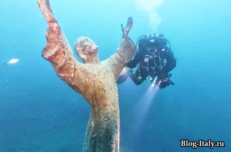 Статуя Христа или Христос из бездны Генуя