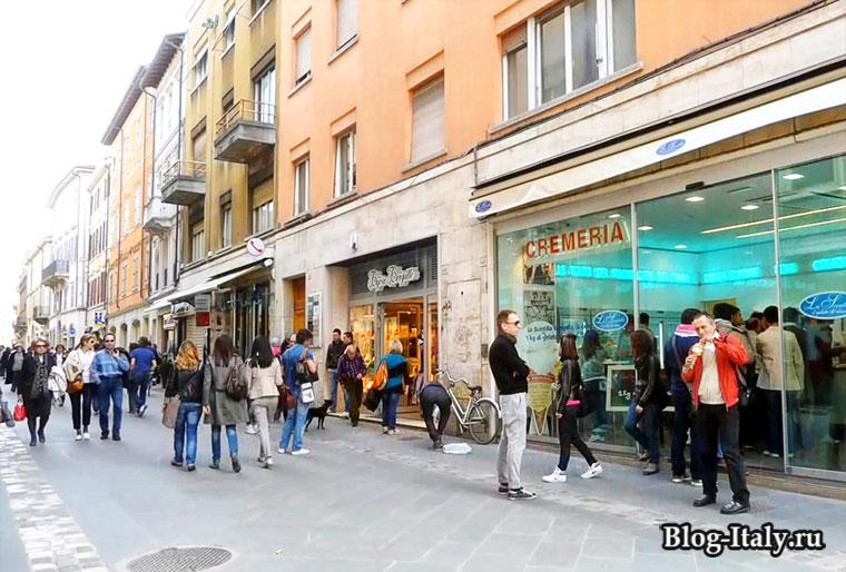 Городская улица в Римини