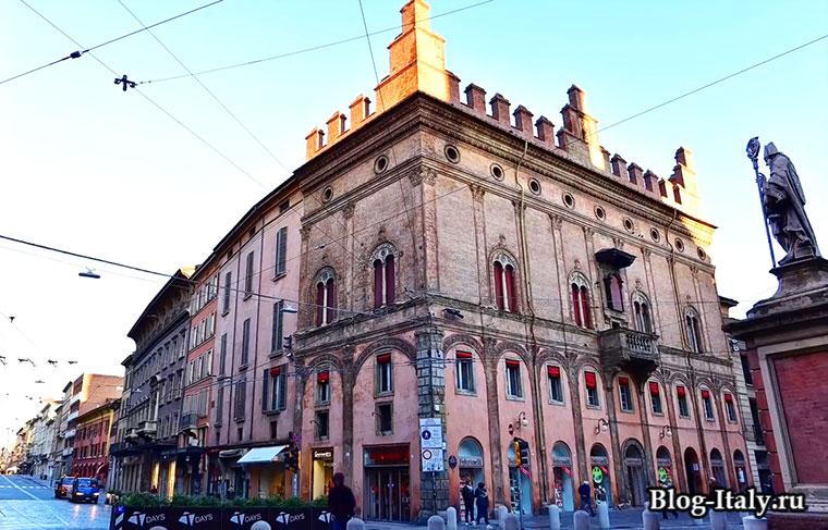 Историческое здание в Болонье