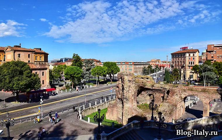 Городская улица в Болонье