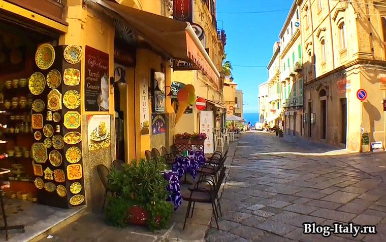 Городская улица в Тропее