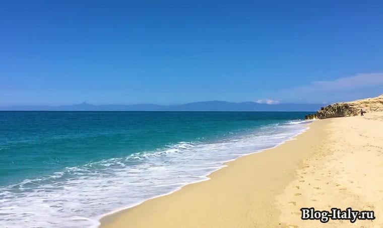 песчаный пляж Трофеи
