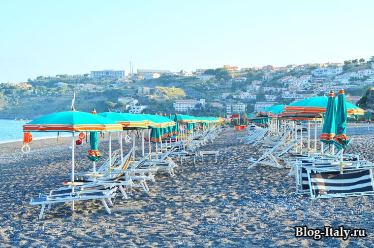Платный пляж в Скалее