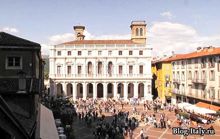 Городская площадь Берамо