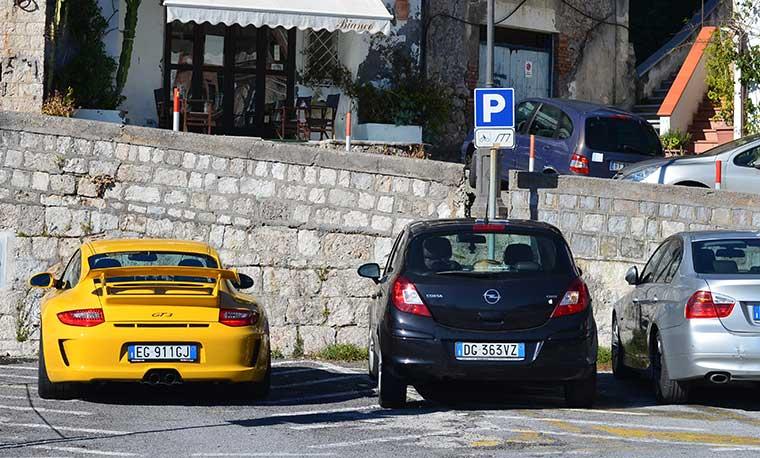 парковка для автомобилей в Италии