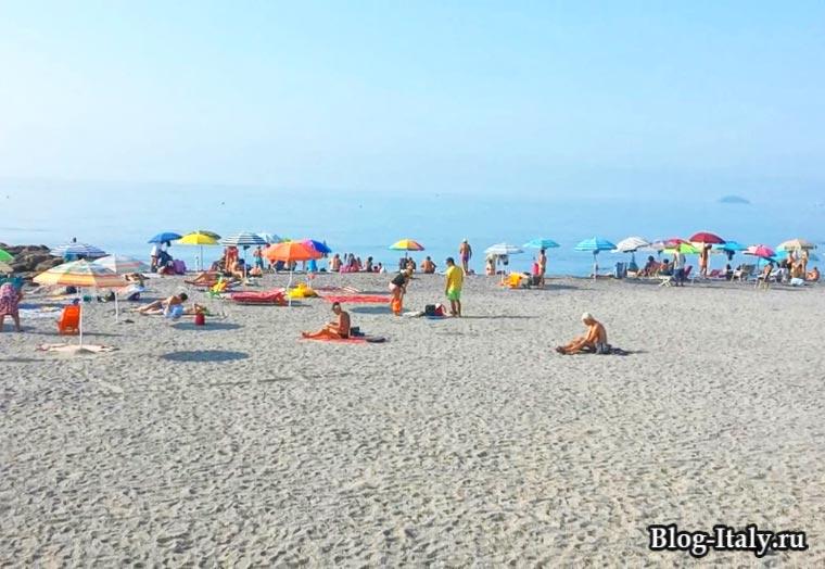 Пьетра-Лигуре пляж