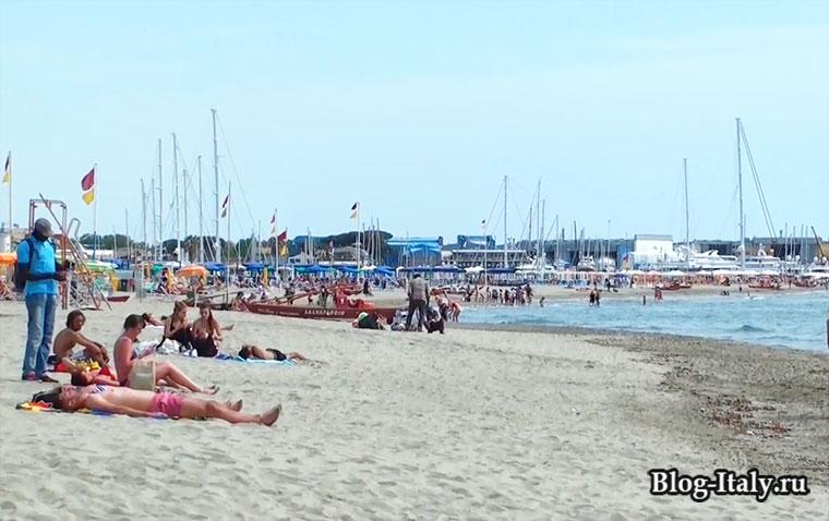 Виареджо песочный пляж