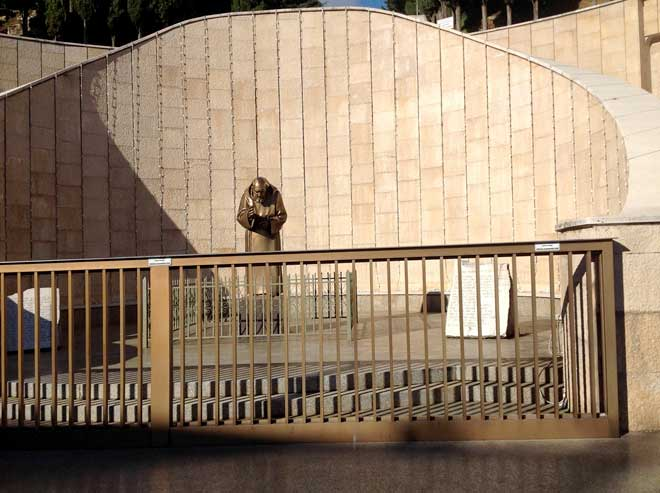 Скульптура Падре Пио