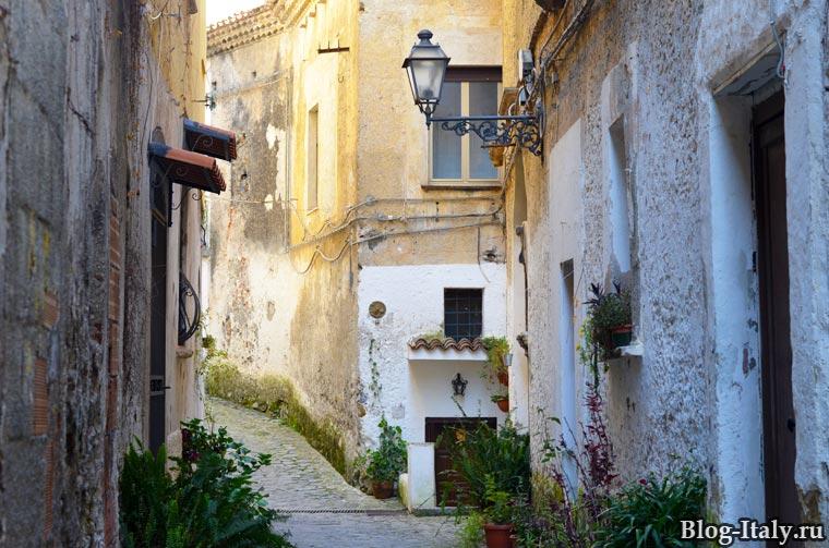 Улица в старой Скалее