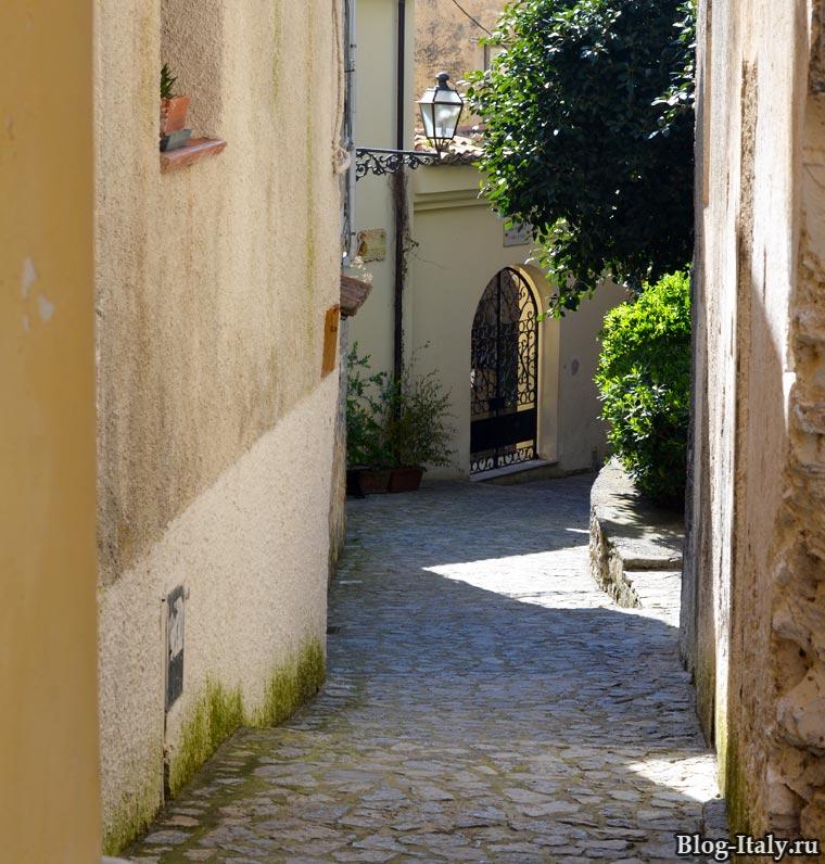 Улица в историческом центре Скалеи