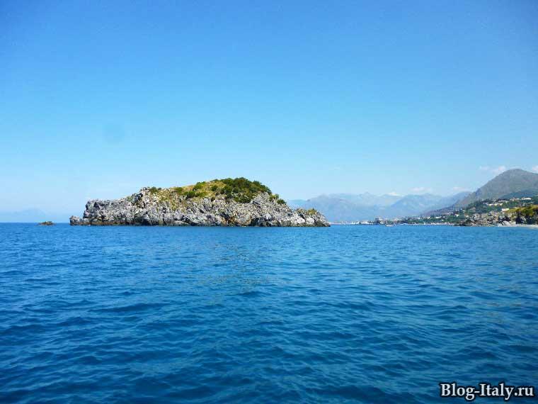 Остров возле Сан-Никола-Арчелла