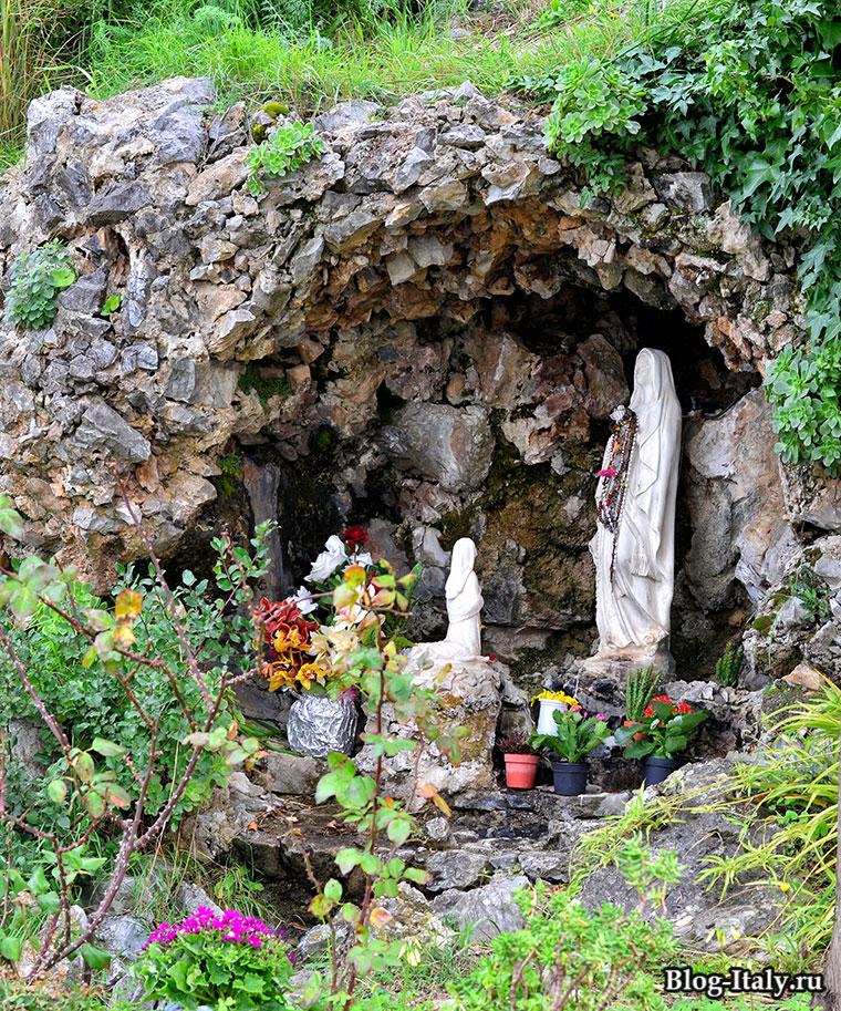 Скульптура Святой Марии