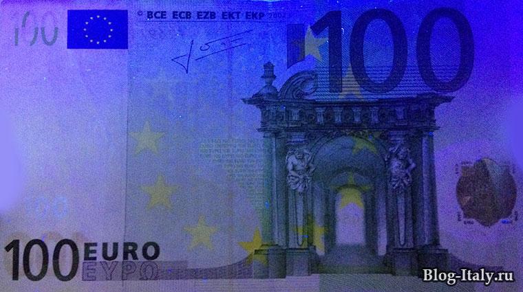 Вид на фальшивую купюру 100 € через детектор банкнот: