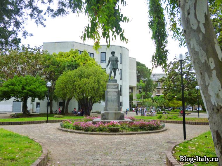 Памятник Карлу Пизакане