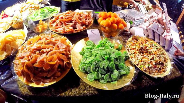 сухофрукты на фестивале острого перца