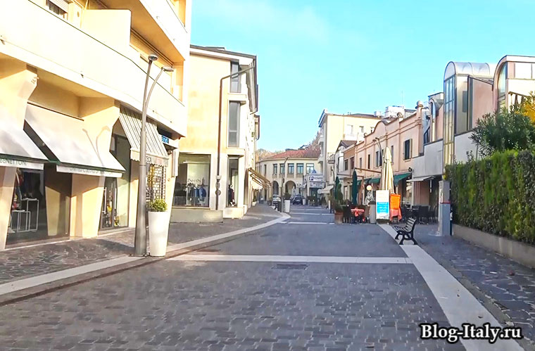 городская улица в городе Абано-Терме