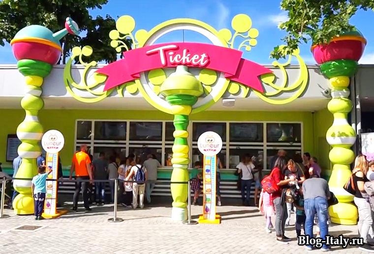 Билетная касса в парк аттракционов Luneur-Park